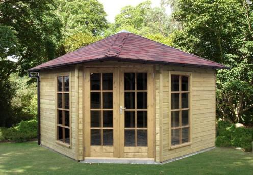 Een tuinhuisje met terrasoverkapping redt je zomer